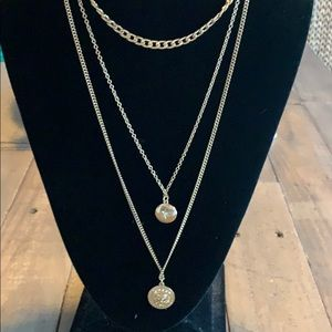 Three layered gold charm necklace ✨